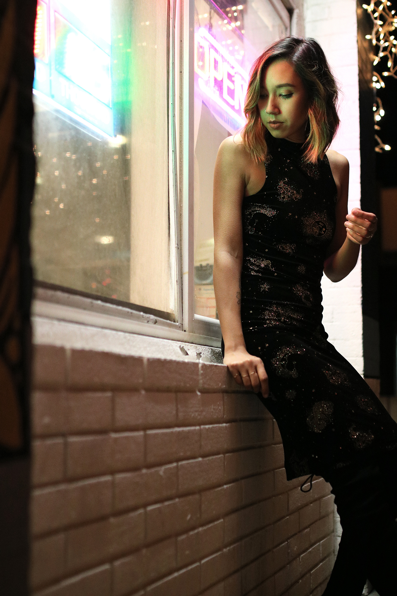 uo-glitter-velvet-dress-nye5